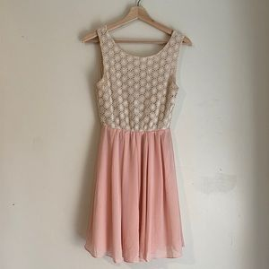 4 / $25 Miami Pink and White Dress Size M